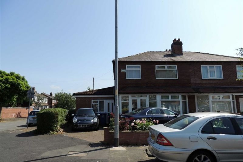 5 bed Semi-detached House For Auction