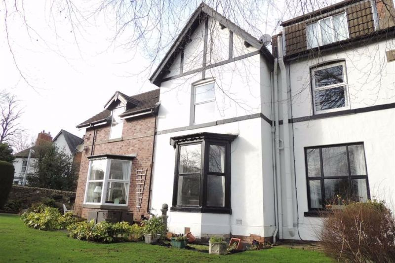 9 bed Semi-detached House For Sale