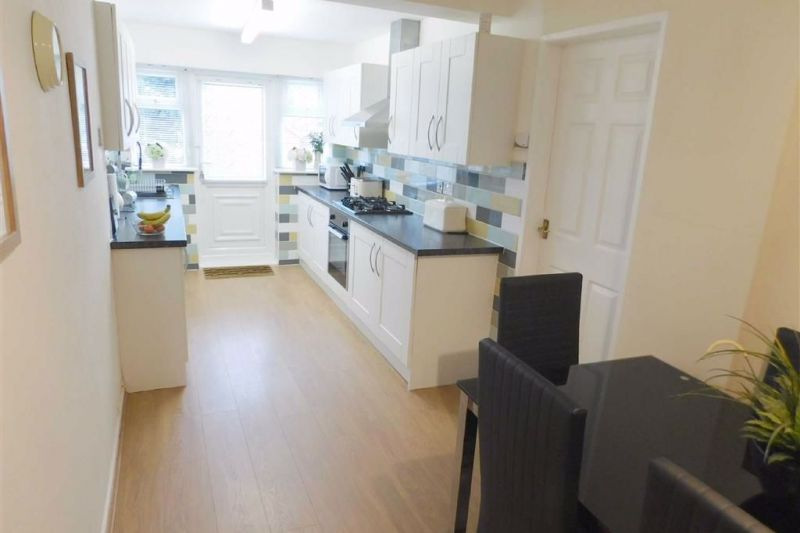 Extended Kitchen - Akesmoor Drive, Mile End, Stockport