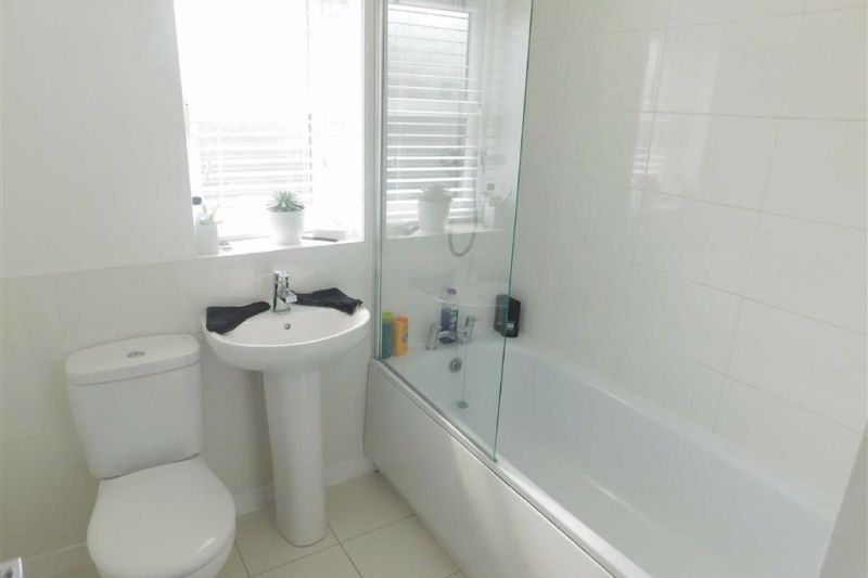 Bathroom - Beekeeper Close, Offerton, Stockport