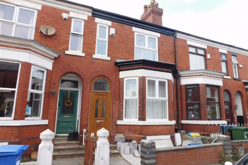 5 bed Mid-terrace house For Sale