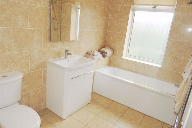 Family Bathroom - Kingsley Grove, Audenshaw, Manchester