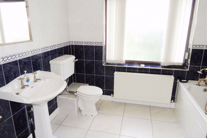 En-suite Bathroom - Kingsley Grove, Audenshaw, Manchester