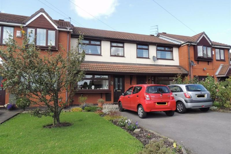 3 bed Quasi-detached House For Sale