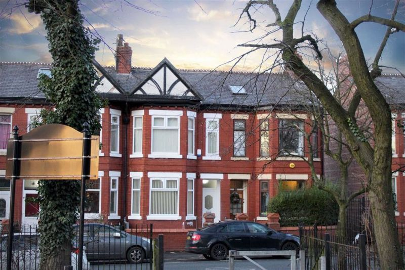6 bed Mid-terrace house For Sale