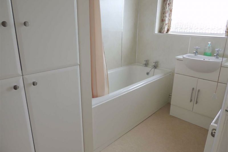 Family Bathroom - Elton Drive, Hazel Grove, Stockport