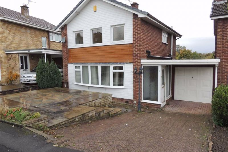 4 bed Link Detached House For Sale
