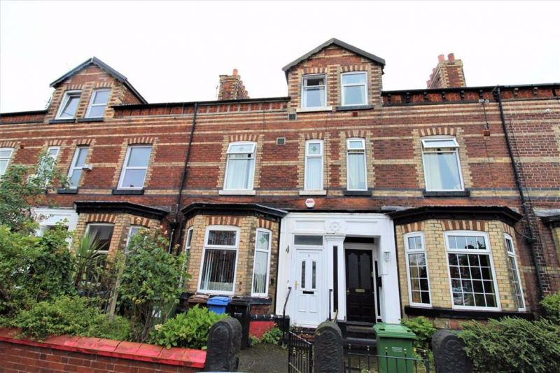 4 bed Mid-terrace house For Auction