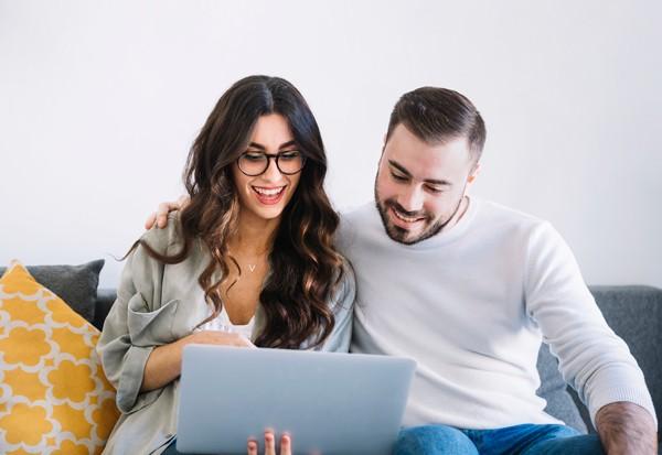 couple-at-computer
