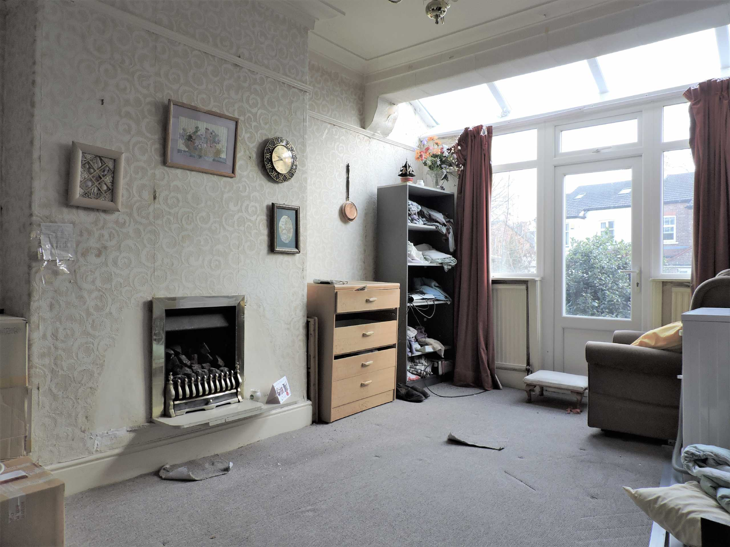 Lounge of a property - Connaught Avenue